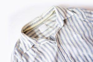 襟の汚れたシャツ画像
