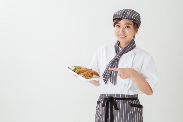弁当を持つ宅配人